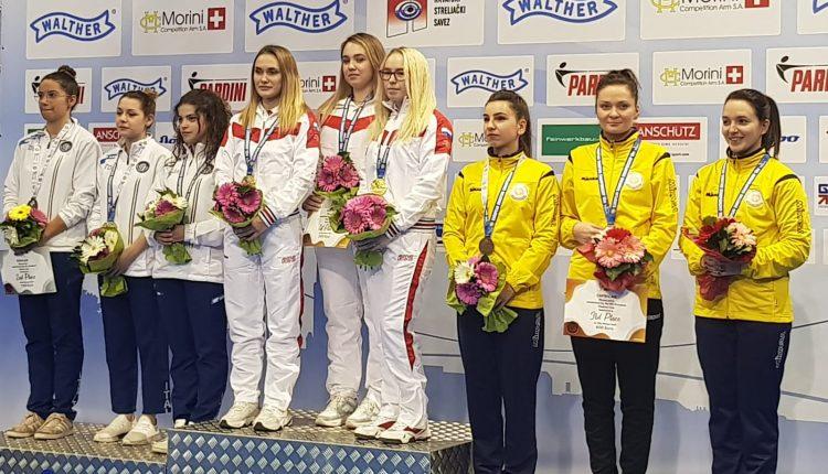 echipa-feminină-de-pușcă-campionatul european-podium